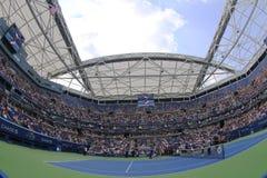 Το γήπεδο αντισφαίρισης στο εθνικό κέντρο αντισφαίρισης βασιλιάδων της Billie Jean κατά τη διάρκεια των ΗΠΑ ανοίγει το 2015 Στοκ φωτογραφία με δικαίωμα ελεύθερης χρήσης