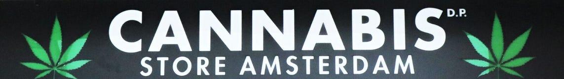 Το γενικό έμβλημα με τις γραπτές «καννάβεις αποθηκεύει το Άμστερνταμ « στοκ εικόνες
