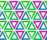 Το γεωμετρικό άνευ ραφής σχέδιο υποβάθρου των τριγώνων κεραμιδιών με μια κενή μέση έκανε στο watercolor σε ένα άσπρο υπόβαθρο ως  απεικόνιση αποθεμάτων