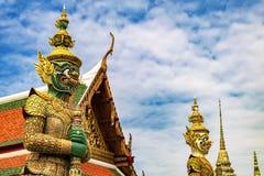 Το γιγαντιαίο άγαλμα είναι μια πολιτιστική τέχνη Η παγόδα Wat Phra Kaew, στοκ εικόνα με δικαίωμα ελεύθερης χρήσης