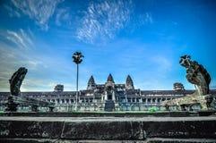 Το γιγαντιαίο δέντρο που καλύπτει το TA Prom και το ναό Angkor Wat, Siem συγκεντρώνει, ασβέστιο Στοκ Εικόνες