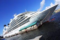 Το γιγαντιαίο κρουαζιερόπλοιο Στοκ φωτογραφία με δικαίωμα ελεύθερης χρήσης