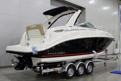 Το γιοτ Bauliner 842 $cu για τη διεθνή βάρκα 10 παρουσιάζει στη Μόσχα Στοκ Εικόνα