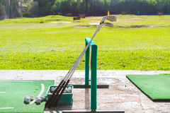 Το γκολφ είναι ένας αθλητισμός που είναι δημοφιλής σε όλο τον κόσμο και το αγαθό για την υγεία στοκ φωτογραφίες