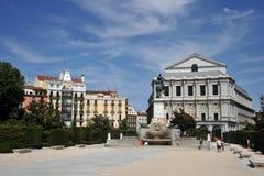 Το γλυπτό αλόγων του βασιλιά Philip IV Plaza de Oriente εντόπισε μεταξύ της Royal Palace και του βασιλικού θεάτρου στη Μαδρίτη Στοκ φωτογραφία με δικαίωμα ελεύθερης χρήσης