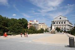 Το γλυπτό αλόγων του βασιλιά Philip IV Plaza de Oriente εντόπισε μεταξύ της Royal Palace και του βασιλικού θεάτρου στη Μαδρίτη Στοκ Εικόνες