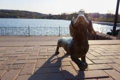 Το γλυπτό μετάλλων του σκυλιού στοκ φωτογραφία με δικαίωμα ελεύθερης χρήσης