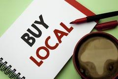 Το γράψιμο κειμένων γραφής αγοράζει τοπικό Η έννοια που σημαίνει αγοράζοντας την αγορά ψωνίζει τοπικά λιανοπωλητές Buylocal αγορά στοκ εικόνα