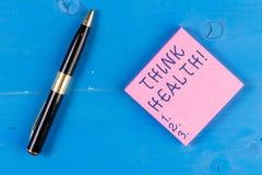 Το γράψιμο κειμένων γραφής σκέφτεται την υγεία Έννοια που σημαίνει την κατάσταση πλήρεις φυσικός διανοητικός και κοινωνικός καλά  στοκ εικόνες