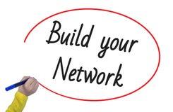 Το γράψιμο χεριών γυναικών χτίζει το δίκτυό σας με το δείκτη Στοκ φωτογραφία με δικαίωμα ελεύθερης χρήσης