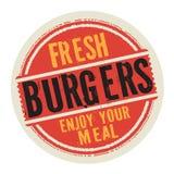 Το γραμματόσημο ή η ετικέτα με το κείμενο φρέσκο Burgers, απολαμβάνει το γεύμα σας διανυσματική απεικόνιση