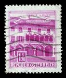 Το γραμματόσημο που τυπώνεται στην Αυστρία παρουσιάζει σπίτι Kornmesser, Bruck στο MUR στοκ εικόνα με δικαίωμα ελεύθερης χρήσης