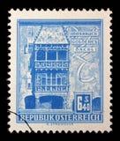 Το γραμματόσημο που τυπώνεται στην Αυστρία παρουσιάζει χρυσή στέγη, Ίνσμπρουκ Στοκ Εικόνες