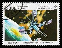 Το γραμματόσημο της Κούβας παρουσιάζει δορυφόρο ηλεκτρόνιο-1, circa το 1984 Στοκ φωτογραφία με δικαίωμα ελεύθερης χρήσης