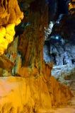 Το γραφικό καρστ σπηλιών Ispingoli είναι φωτισμένο για τους τουρίστες Σαρδηνία Στοκ Εικόνα