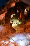 Το γραφικό καρστ σπηλιών Ispingoli είναι φωτισμένο για τους τουρίστες Σαρδηνία Στοκ Εικόνες