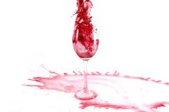 το γυαλί χύνει το κρασί Στοκ φωτογραφία με δικαίωμα ελεύθερης χρήσης
