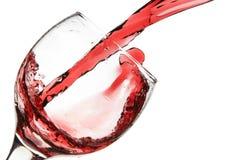 το γυαλί χύνει το κόκκινο κρασί Στοκ Εικόνες
