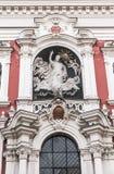Το γλυπτό στην πρόσοψη της εκκλησίας Στοκ εικόνα με δικαίωμα ελεύθερης χρήσης