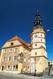 Το Δημαρχείο με τον πύργο ρολογιών και την αγορά Στοκ Εικόνες