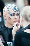 το δημιουργικό μοντέλο makeup εμφανίζει στιλίστα Στοκ Εικόνα