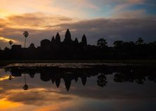 Το διάσημο Angkor Wat στην ανατολή η Καμπότζη συγκεντρώνει siem Στοκ φωτογραφία με δικαίωμα ελεύθερης χρήσης