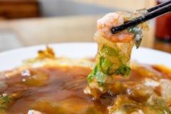 Το διακριτικό παραδοσιακό πρόχειρο φαγητό της Ταϊβάν της ομελέτας γαρίδων, λιχουδιές της Ταϊβάν στοκ εικόνα με δικαίωμα ελεύθερης χρήσης