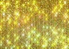 Το διαμάντι λάμπει σε ένα χρυσό υπόβαθρο στοκ φωτογραφίες