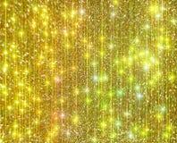 Το διαμάντι λάμπει σε ένα χρυσό υπόβαθρο στοκ φωτογραφίες με δικαίωμα ελεύθερης χρήσης