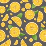 Το διανυσματικό πραγματικό τεμαχισμένο πορτοκάλι αφήνει το άνευ ραφής σχέδιο στοκ εικόνα