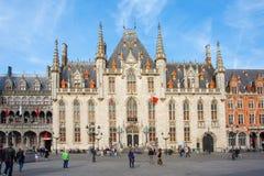 Το δικαστήριο επαρχιών στο τετράγωνο αγοράς στη Μπρυζ, Βέλγιο στοκ φωτογραφίες