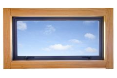 το διπλάσιο αλουμινίου βερνίκωσε το μικρό παράθυρο στοκ φωτογραφία με δικαίωμα ελεύθερης χρήσης