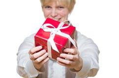 το δώρο δίνει τη γυναίκα Στοκ εικόνες με δικαίωμα ελεύθερης χρήσης