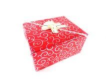 το δώρο κιβωτίων απομόνωσε το λευκό Ένα δώρο για διακοπές Μια έκπληξη, ένα ευχάριστο γεγονός, ένα νέο έτος, ευτυχία, χαρά Στοκ εικόνα με δικαίωμα ελεύθερης χρήσης