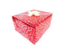 το δώρο κιβωτίων απομόνωσε το λευκό Ένα δώρο για διακοπές Μια έκπληξη, ένα ευχάριστο γεγονός, ένα νέο έτος, ευτυχία, χαρά Στοκ Φωτογραφία