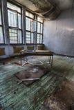 Το εγκαταλειμμένο σχολείο Στοκ εικόνα με δικαίωμα ελεύθερης χρήσης
