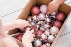 Το εγχώριο ντεκόρ παράδοσης Χριστουγέννων επιλέγει τα παιχνίδια σφαιρών στοκ φωτογραφίες με δικαίωμα ελεύθερης χρήσης