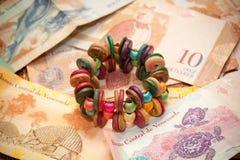 Το εθνικό νόμισμα της Βενεζουέλας, Λατινική Αμερική βραχιόλι χειροποίητο Στοκ εικόνα με δικαίωμα ελεύθερης χρήσης
