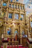 Το εικονοστάσιο και το εσωτερικό της εκκλησίας του Άγιου Βασίλη σε Mogilev belatedness στοκ εικόνα