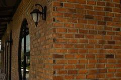 Το εκλεκτής ποιότητας φως λαμπτήρων τοίχων, υπόβαθρο είναι τούβλινο απεικόνιση αποθεμάτων