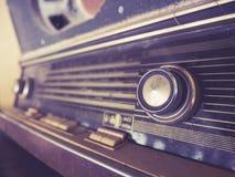 Το εκλεκτής ποιότητας αναδρομικό ραδιόφωνο συντονίζει την ψυχαγωγία μουσικής καναλιών Στοκ Εικόνες