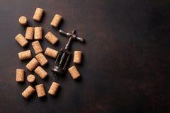 Το εκλεκτής ποιότητας ανοιχτήρι και το κρασί βουλώνουν Στοκ εικόνα με δικαίωμα ελεύθερης χρήσης