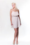 το ελκυστικό ξανθό κορίτ&sig Στοκ φωτογραφίες με δικαίωμα ελεύθερης χρήσης
