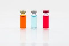 το εμβόλιο και μια υποδερμική σύριγγα Στοκ φωτογραφίες με δικαίωμα ελεύθερης χρήσης