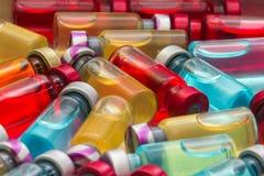 το εμβόλιο και μια υποδερμική σύριγγα Στοκ φωτογραφία με δικαίωμα ελεύθερης χρήσης
