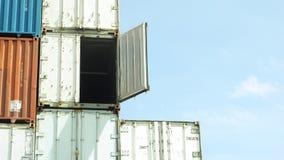 Το εμπορευματοκιβώτιο ανοίγει το ζουμ πορτών μέσα Στοκ Εικόνες