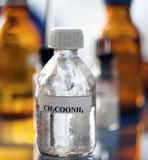 Το εμπορευματοκιβώτιο του χημικού οξικού άλατος αμμωνίου ουσιών Στοκ Φωτογραφίες
