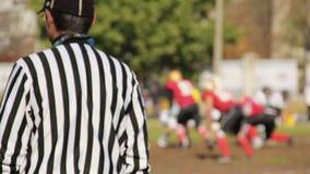 Το ενεργό ποδοσφαιρικό παιχνίδι αρχίζει στο gridiron, φορείς που δουλεύουν σκληρά για να σημειώσει τα σημεία απόθεμα βίντεο