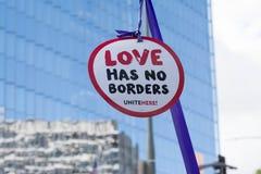 Το ενεργό στέλεχος κρατά ένα σημάδι για τα ανθρώπινα δικαιώματα Στοκ φωτογραφία με δικαίωμα ελεύθερης χρήσης