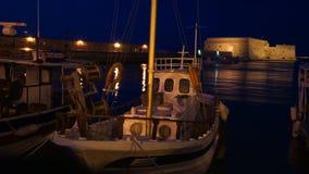 Το ενετικό φρούριο Koules νύχτας σε Ηράκλειο, Κρήτη, Ελλάδα φιλμ μικρού μήκους